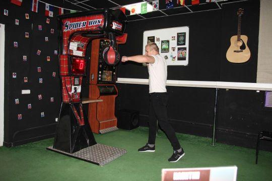Силомер Boxer в баре Минска