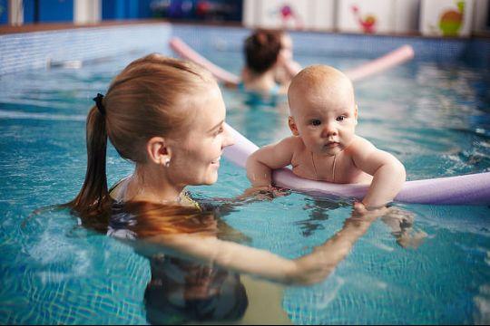 Грудничковое плавание - куда пойти с малышом в Минске