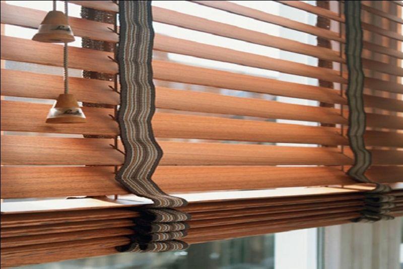 Бамбуковые жалюзи из природных экоматериалов, с шириной ламелей 25-50 мм – надежная защита для вашего окна. Просты в уходе, удобны в использовании, гармонично сочетаются с любым интерьером. Подходят для использования в офисах.
