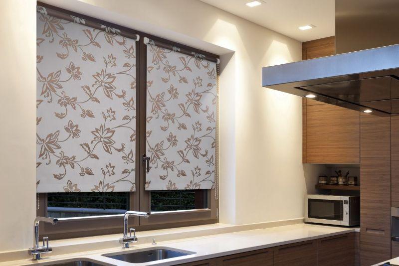 Оригинальное оформление окна – рулонные шторы, покоряет своей функциональностью и удобством. Эстетика гармонично сочетается с практичностью и простотой в использовании. Высота подъема штор регулируется в зависимости от требований.